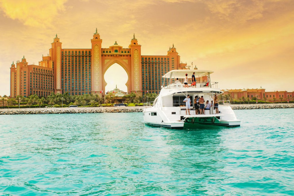 Luxury cruise with yacht along the Burj al Arab