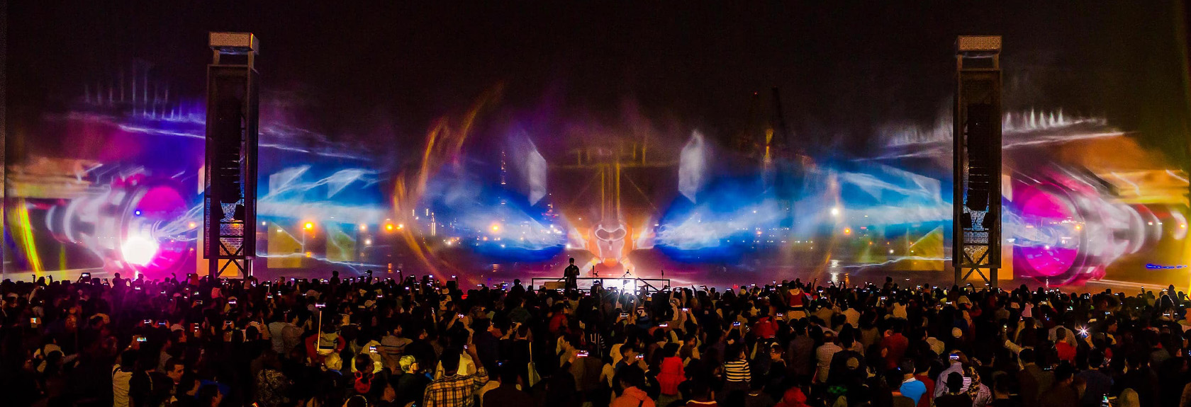 IMAGINE Laser & Light Show at Dubai Festival City